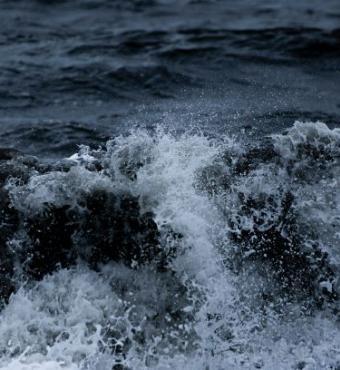 Turbulent Sea, photographer Drew Beamer, Unsplash